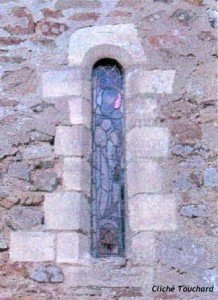 Notre-Dame de Savigny - fenêtre romane