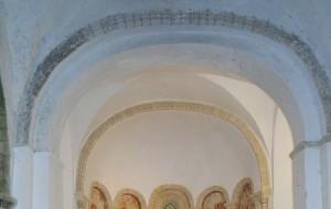 Notre-Dame de Savigny - les arcs au décor roman